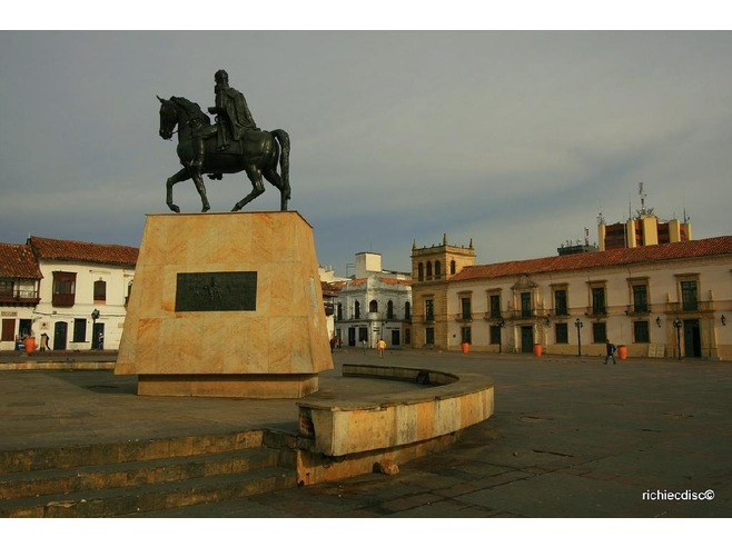 4926357-Plaza_de_Bolivar_Tunja